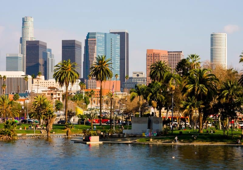 25 Pros & Cons of Living in Los Angeles from a Local
